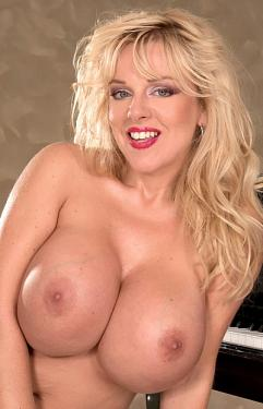 Harmony Bliss -  MILF model