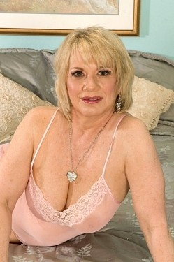 Sindy -  MILF model