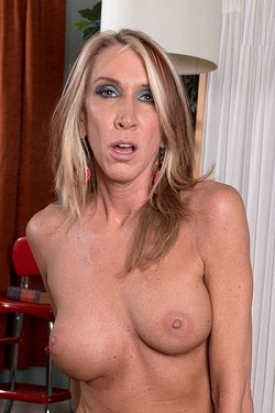 Brynn Hunter -  MILF model