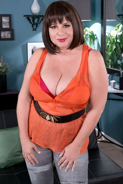 Kris Kelly -  BBW model