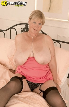 Sandra - Solo MILF photos