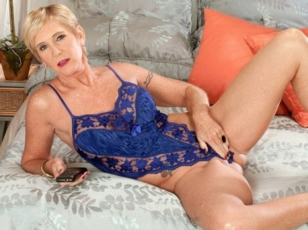 Honey Ray - XXX MILF video