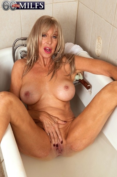 Christy Cougar - Solo MILF photos