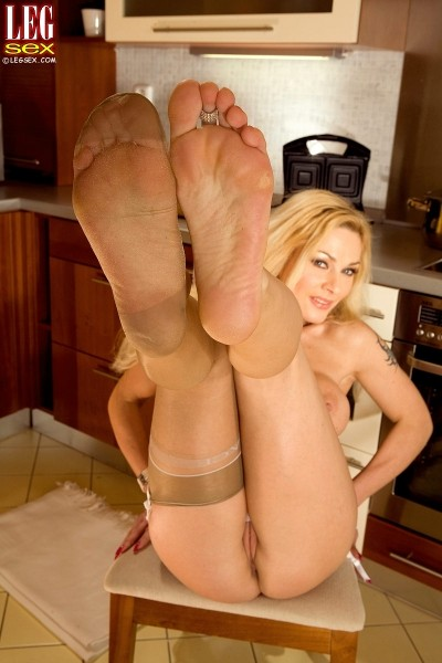 Renata - Solo Feet photos