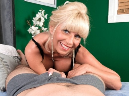 Stormy Lynne - XXX MILF video