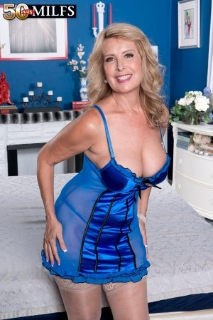 Laura Layne - XXX MILF photos