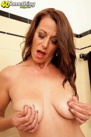 Mimi Moore - Solo MILF photos