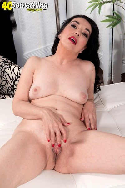 Shemain Ravene - Solo MILF photos