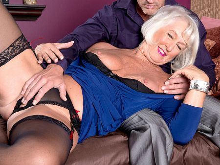 Jeannie Lou - XXX MILF video