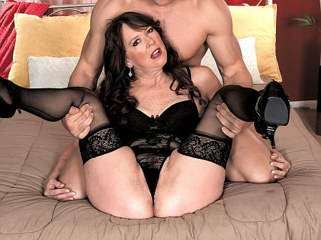 Nicky White - XXX MILF video