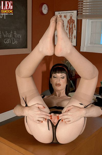 Audrey Maxx - Solo Feet photos