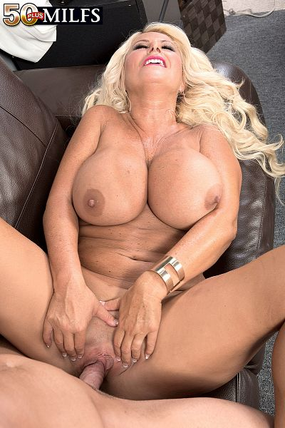 Annellise Croft - XXX MILF photos