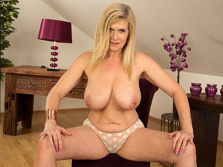 Marina Rene - Solo MILF video