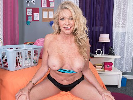 Lauren Taylor - Solo MILF video