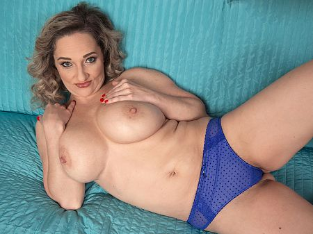 Amelie Azzure - Solo MILF video