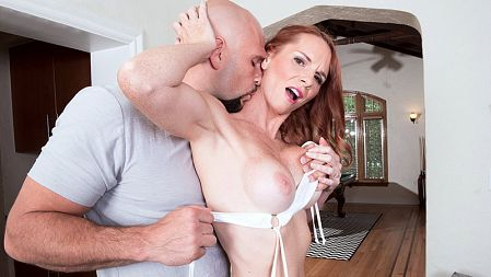 April Skyz - XXX MILF video