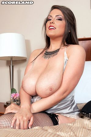 Taylor Steele - Solo Big Tits photos