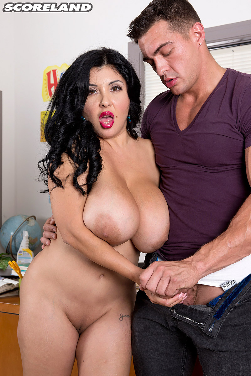 Teacher huge boobs — photo 6